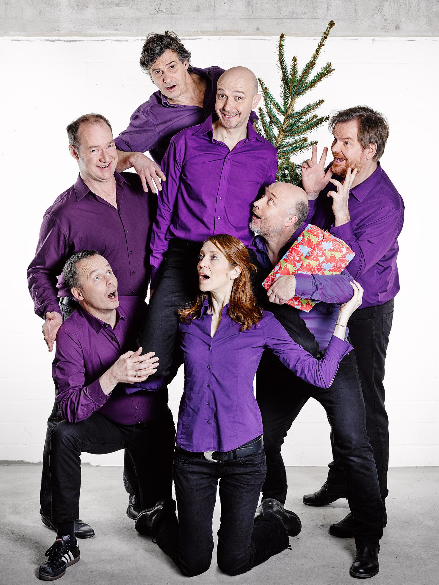 Das Ensemble von Impro 005 Münster feiert Weihnachten